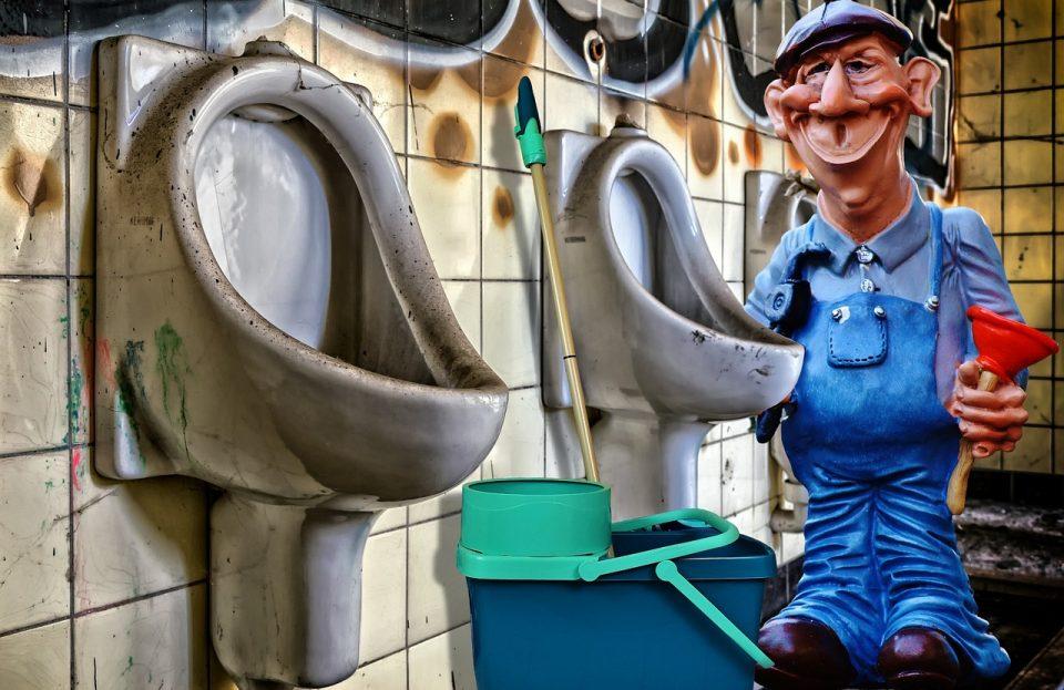 Solusi Sehat dan Resiko Main Ponsel di Toilet 3