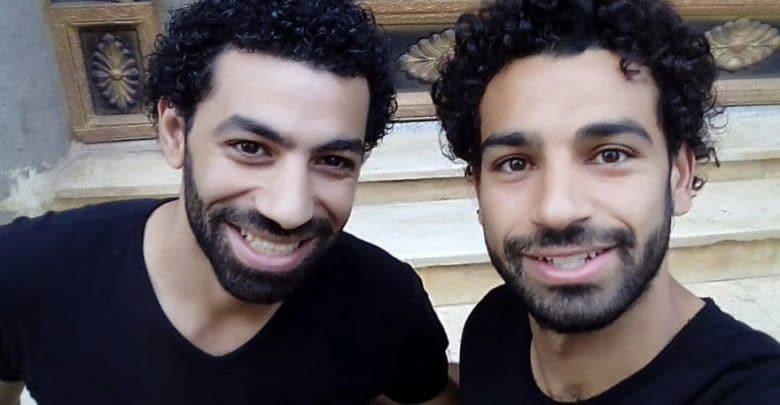 Photo of Bikin Heboh! Mohamed Salah Bertemu Kembarannya Dan jadi Viral